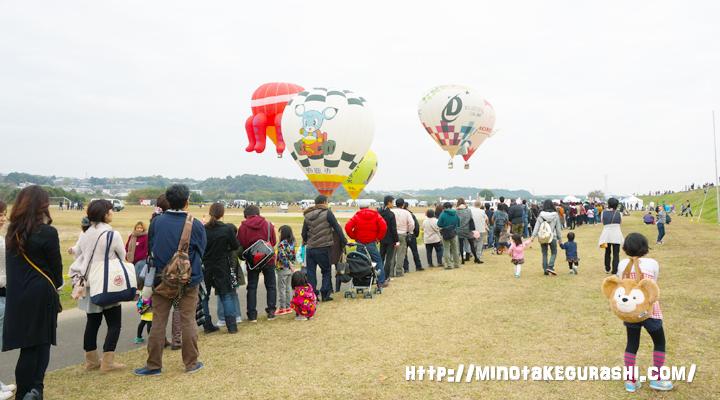 気球待ち長蛇の列