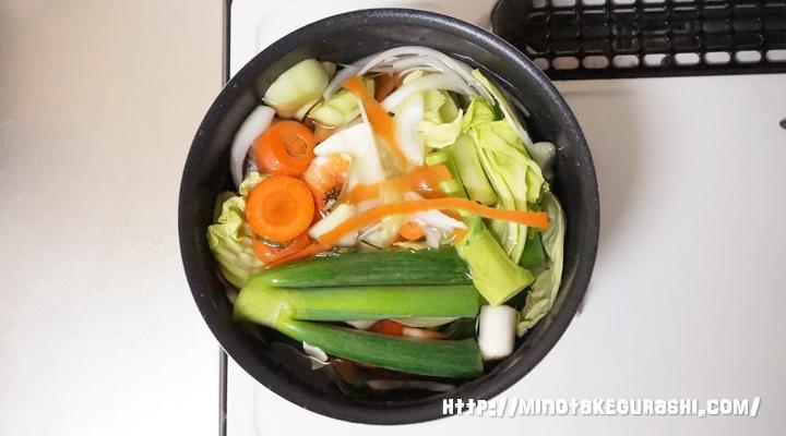 野菜くずを煮る